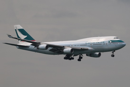Cathay Pacific Boeing 747-467 (B-HUI) landing on RWY07R of Hong Kong International Airport.