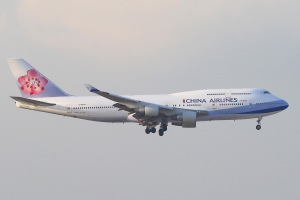 China Airlines Boeing 747-409 (B-18203) landing on RWY07L of Hong Kong International Airport. Download: http://adf.ly/1Rij9L